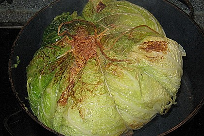 Gefüllter Wirsingkohlkopf mit Kartoffelpüree