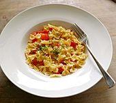 Fusilli mit Paprika und roten Zwiebeln (Bild)
