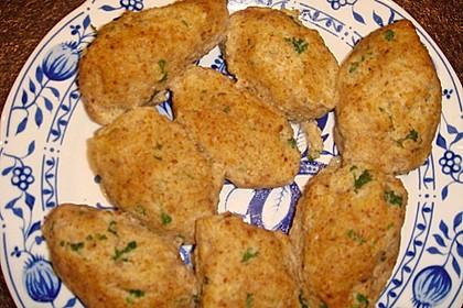 Grüne Semmelklößchen als Suppeneinlage 3
