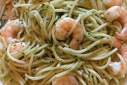 Spaghetti mit Bärlauchpesto und Garnelen (Bild)