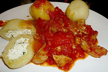 Schafskäseknödel auf fruchtiger Tomatensauce 27