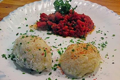 Schafskäseknödel auf fruchtiger Tomatensauce 22