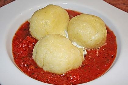 Schafskäseknödel auf fruchtiger Tomatensauce 6