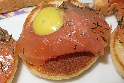 Buchweizen - Blini mit Lachs und Senfcreme