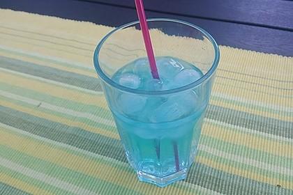 Blue Ocean Cocktail mit Wodka und Limette 7