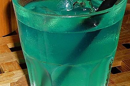 Blue Ocean Cocktail mit Wodka und Limette 4