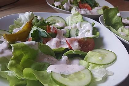 Salatdressing nach Art des Hauses