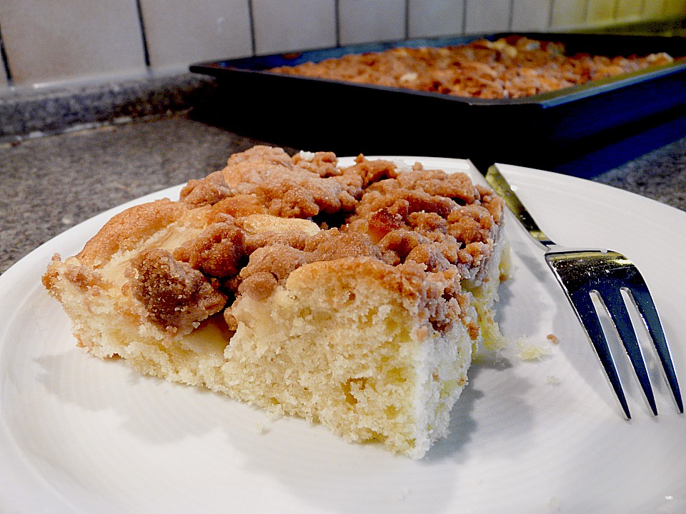 Ananas Marzipan Kuchen Mit Schokostreuseln Von Momo Maus