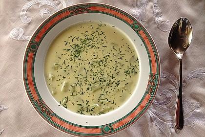 Kartoffelsuppe mit Gurke und Dill