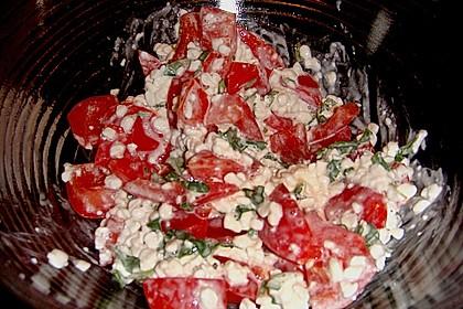 Tomatensalat mit körnigem Frischkäse 18