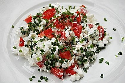 Tomatensalat mit körnigem Frischkäse 2