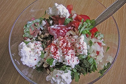Tomatensalat mit körnigem Frischkäse 19