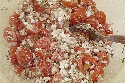 Tomatensalat mit körnigem Frischkäse 22