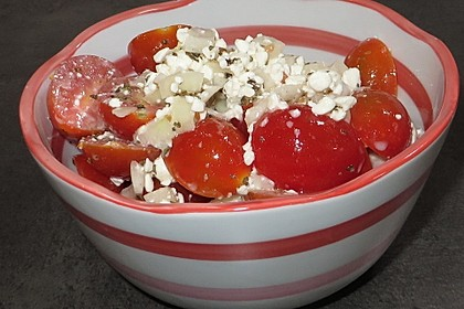 Tomatensalat mit körnigem Frischkäse 5