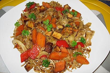 Illes schlankes Schichtkraut  mit  geräuchertem Tofu aus dem Wok
