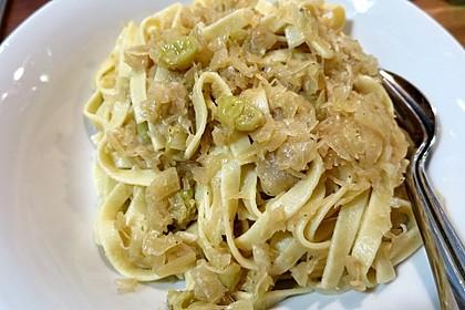 Nudeln mit Sauerkraut
