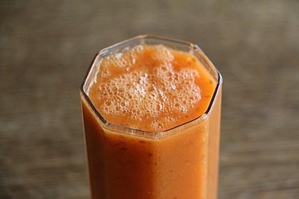 Wachmacher Smoothie aus Kaki, Orange und Tomate 6