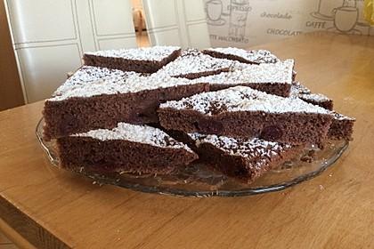 Kakao - Buttermilch - Blechkuchen mit Früchten 3