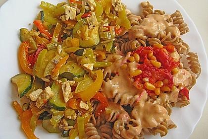 Nudeln mit Gemüsemischung (Bild)