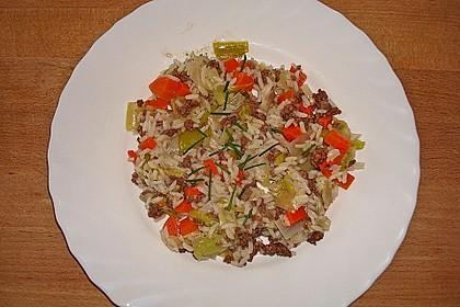 Porree-Topf mit Möhren und Reis
