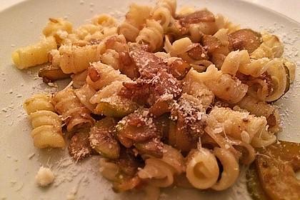 Penne mit Zucchini, Pinienkernen und Parmesan 3