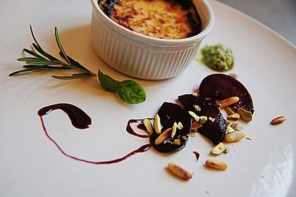 Rosmarin Crème brûlée mit Pflaumenkompott und süßem Pesto 1
