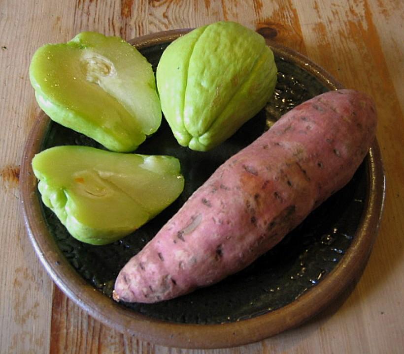 Lauwarmer Salat Von Chayote Und Süßkartoffel Mit Gegrillten