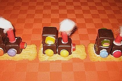Lokomotive aus Dominosteinen 13
