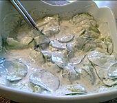 Gurkensalat mit saurer Sahne und Dill (Bild)