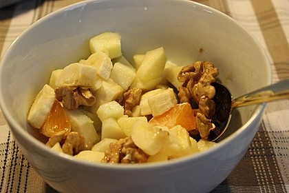 Gelber Obstsalat mit Walnüssen 1
