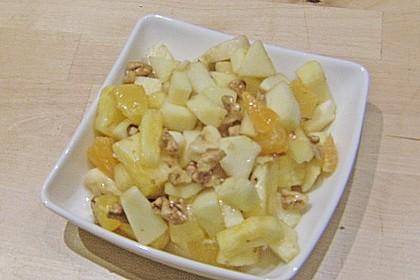 Gelber Obstsalat mit Walnüssen 8