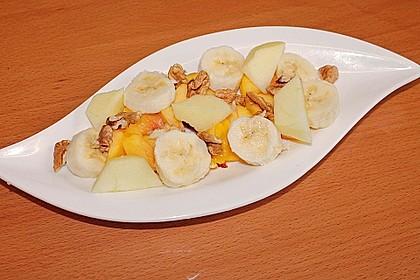 Gelber Obstsalat mit Walnüssen 4