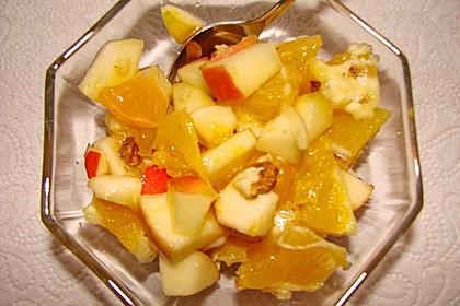 Gelber Obstsalat mit Walnüssen 7
