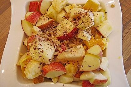 Gelber Obstsalat mit Walnüssen 2