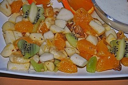 Gelber Obstsalat mit Walnüssen 11