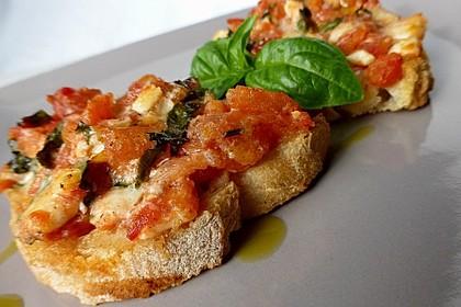 Tomatencrostini mit Büffelmozzarella