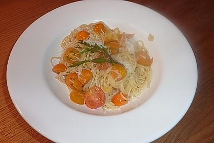 Scharfe Spaghetti mit Rucola, Tomate und Parmesan 7