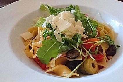 Scharfe Spaghetti mit Rucola, Tomate und Parmesan