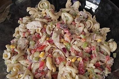 Nudelsalat mit Hähnchenbrustfilet - Streifen 1