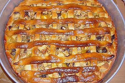 Apfelkuchen mit Walnüssen und Hefeteig 4