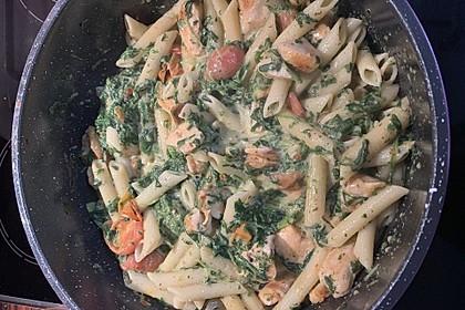 Pasta mit Tomaten-Spinat-Käse-Soße und Hähnchen 2