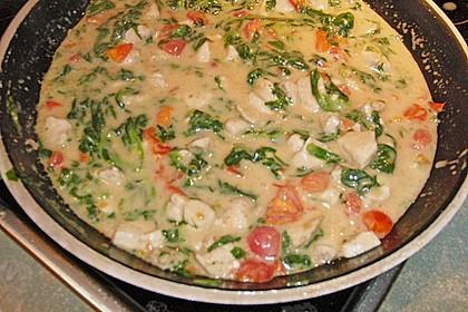 Pasta mit Tomaten-Spinat-Käse-Soße und Hähnchen 9