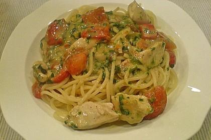 Pasta mit Tomaten-Spinat-Käse-Soße und Hähnchen 3
