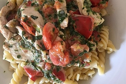 Pasta mit Tomaten-Spinat-Käse-Soße und Hähnchen 7