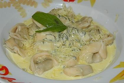 Pasta mit Salbei-Käsesoße 3