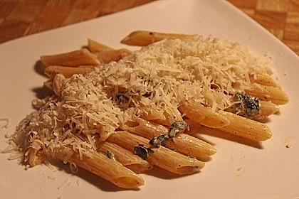 Pasta mit Salbei-Käsesoße 8