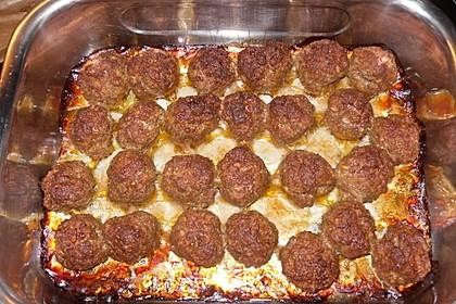 Hackfleischbällchen mit Schafskäse in Tomatensauce 13