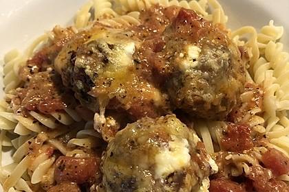Hackfleischbällchen mit Schafskäse in Tomatensauce 44