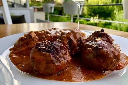Hackfleischbällchen mit Schafskäse in Tomatensauce (Bild)