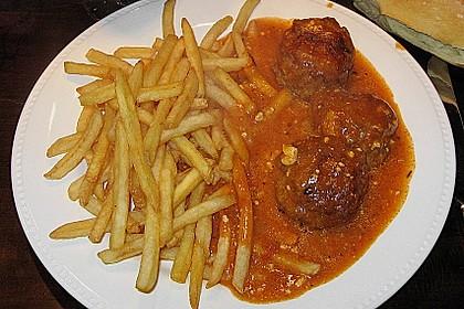 Hackfleischbällchen mit Schafskäse in Tomatensauce 57